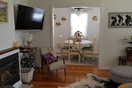 Cottage bursting with light  - short term rental