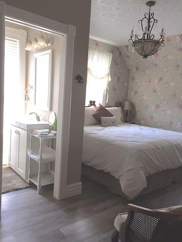 Bird's Nest Room -Kingsville House