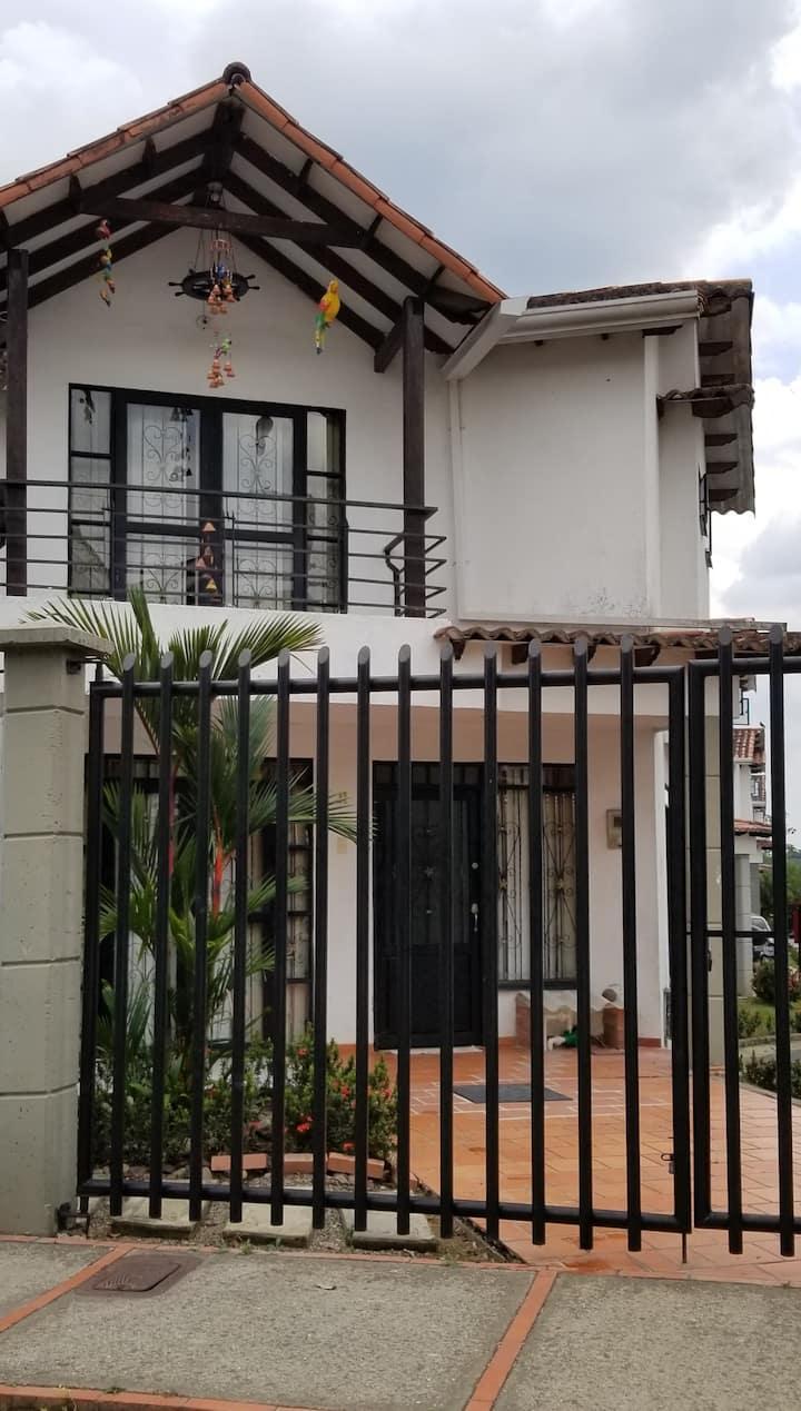Cómoda y amplia casa familiar para 6 personas.
