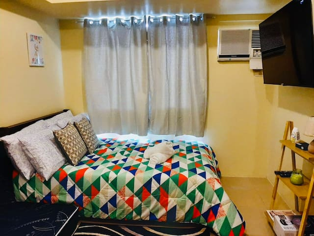 "Tagaytay Condo - Fully Furnished with 50"" Smart TV"