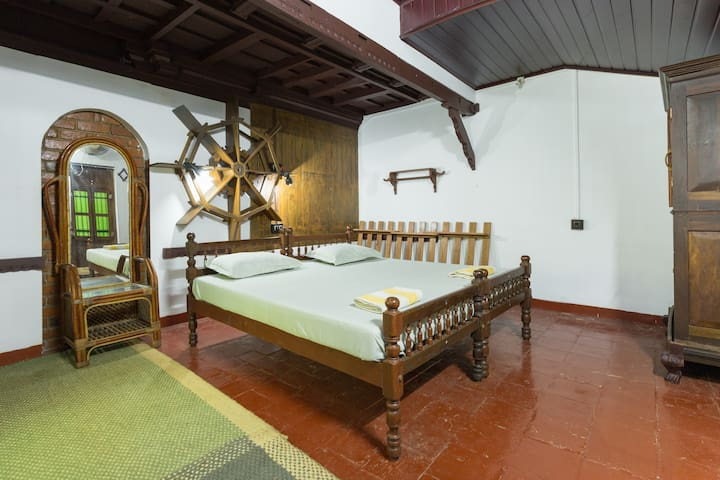 Heritage Private room in a 12 Acre @ Marari - Mararikkulam North - Bed & Breakfast