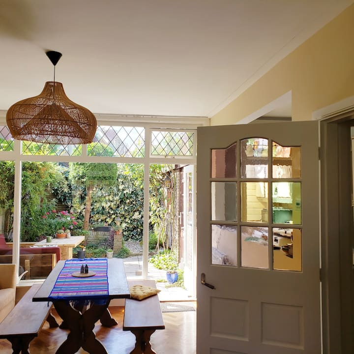 Large, sunny & authentic Dutch family home Haarlem