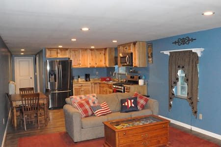 Brand New Country Barn Apartment - Cresco