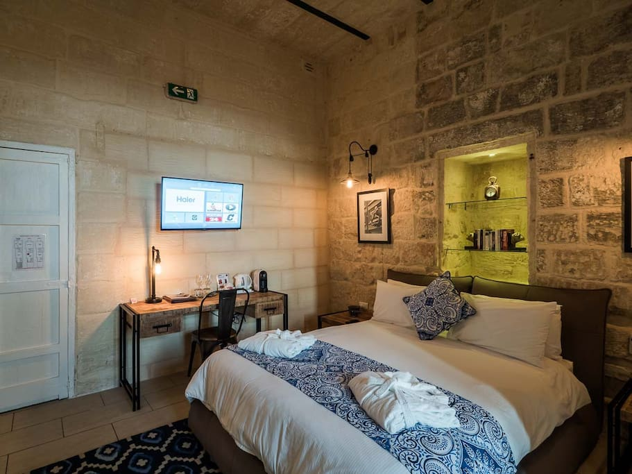 Hi speed WiFi, Smart TV fully air-conditioned, and feel free to swap an already read book with other travellers.