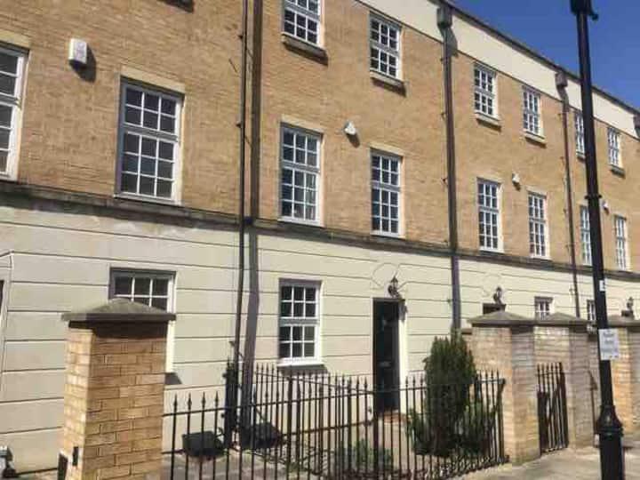 Stylish Town House, RailwayMuseum, Parking, Garden