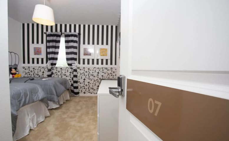 upscale Villa 10min to disney-NO CLEANING FEE