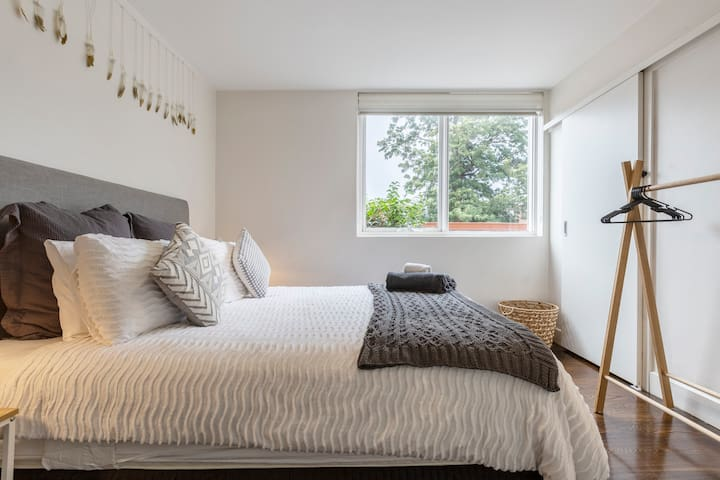 The bedrooms is ultra-spacious and naturally-lit, featuring a large window that lets in loads of light