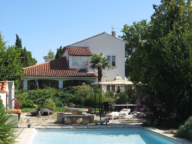 Maison Blanche en Provence - Sainte-Cécile-les-Vignes - Hus
