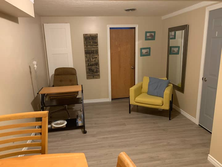Great location: Suite close to UofC, DT, Mall, bus