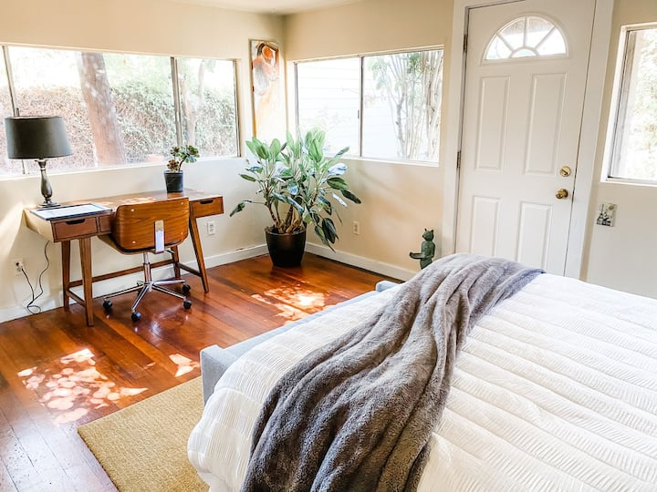 Private 2 bedroom garden suite in the Mission