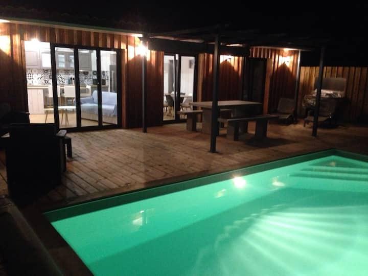 Maison de charme en bois climatisé, piscine et spa