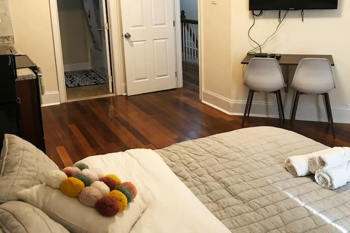Center City/Rittenhouse  PA Apt Studio Room Unit 3