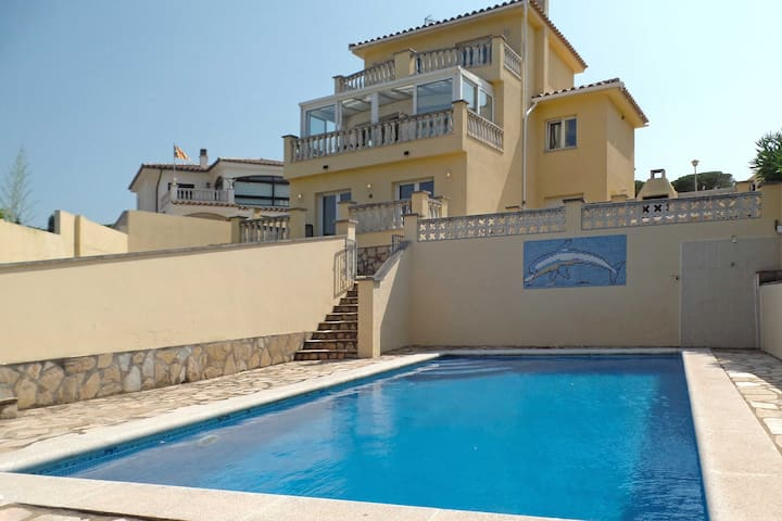 Big Villa with stunning views and swimming Pool