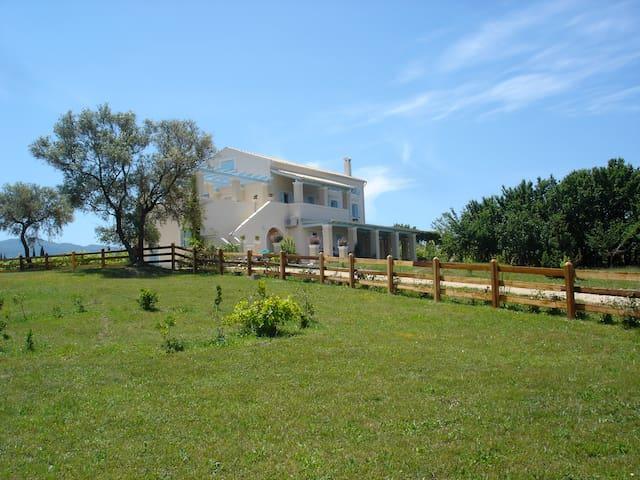 Corfu farm maisonettes - Platonas - บ้าน