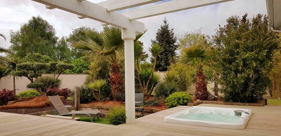 Villa de charme climatisée, Jacuzzi 4 pers ,Jardin
