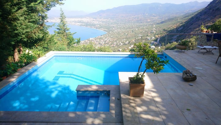 Stunning views Villa with private pool in Kalamata