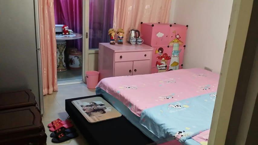 粉色童年温馨小屋,自带阳台A3,交通便捷 - Tianjin - Apartment