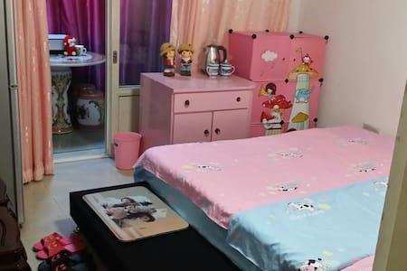 粉色童年温馨小屋,自带阳台A3,交通便捷 - เทียนจิน - อพาร์ทเมนท์