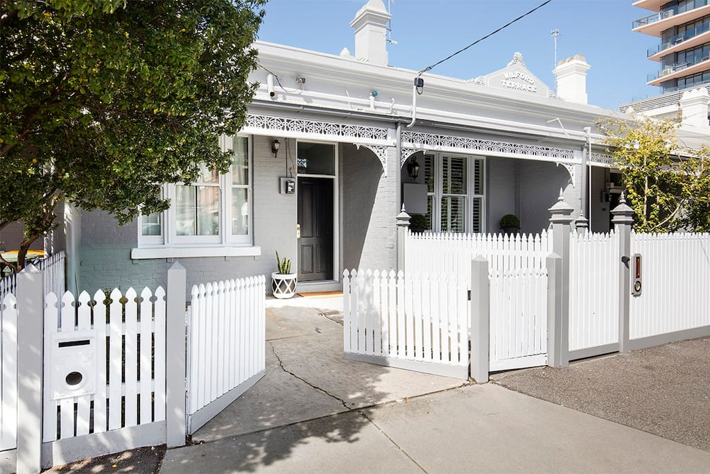 Classic victorian on melbourne 39 s doorstep houses for for 18 jolimont terrace east melbourne