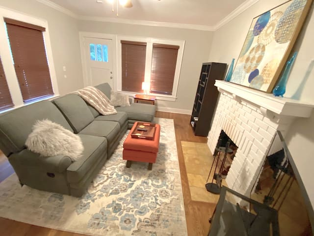 EAV Bungalow 2 BR 2 BA Walk near BeltLine Downtown