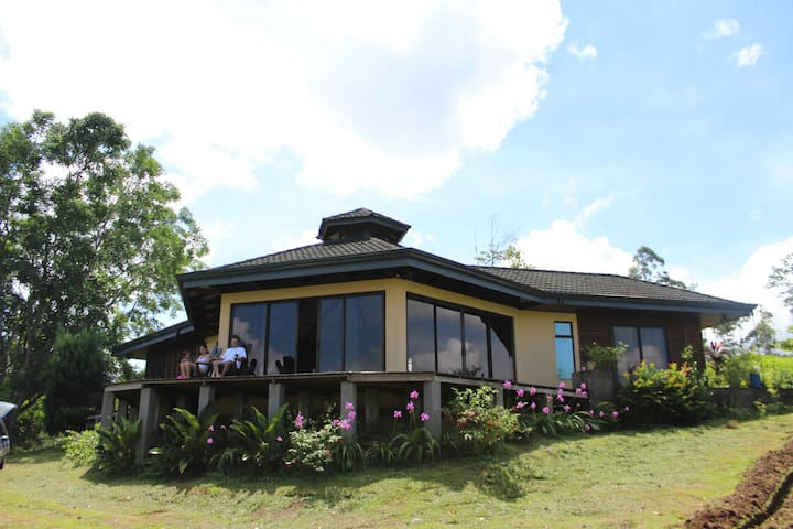 Arenal Home in The Mountain Out side of La Fortuna - Alajuela - Huis