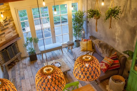 Balistyle guesthouse in the forest near Amsterdam - Velsen-Zuid - Pension