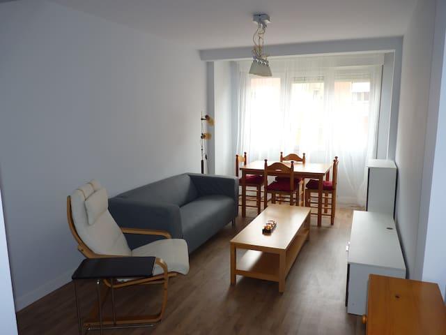 Luminoso y recién reformado piso cerca de playas - Santander - Huis