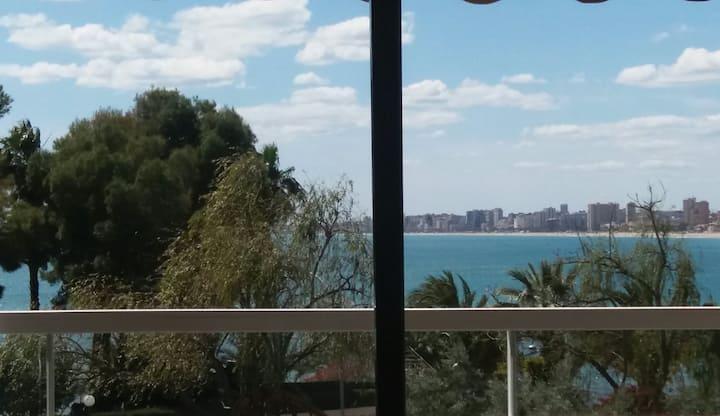 Habitación  en apartamento frente al mar