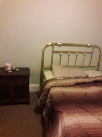 Nice comfy room downtown - Troy - Apartment