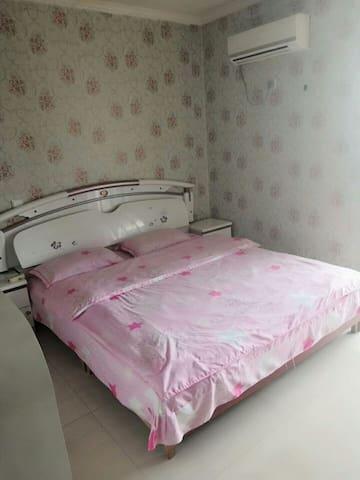 升龙情侣大床房