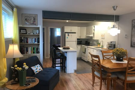 Charming & Sunny 2 bedrooms suite close to Ottawa