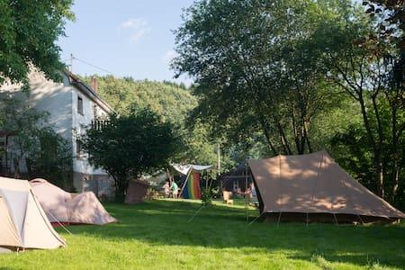 Groot vakantiehuis met extra tenten - Pfaffenseifen, Birkenbeul