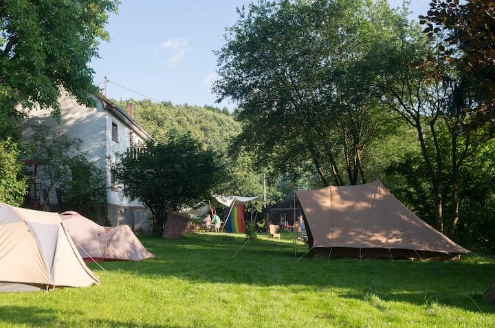 Groot vakantiehuis met extra tenten