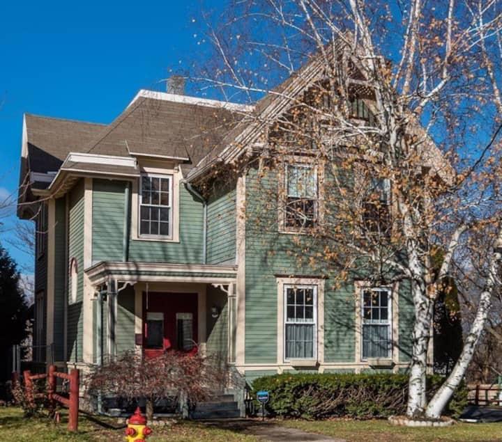 Lovingly Restored (October 2019) Hudson Home!