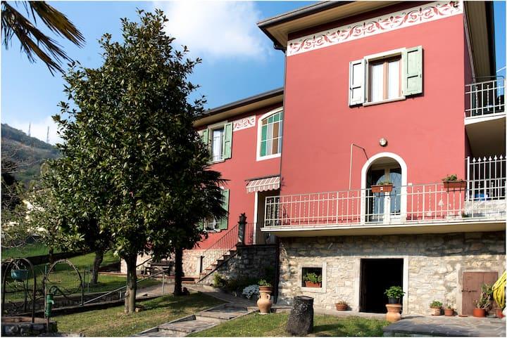 Appartamento in Villa Neo Classica - CIR:T00285