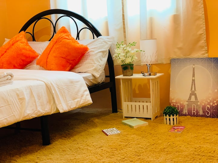 Cozy Room for Daily Rent in Taguig near Acacia