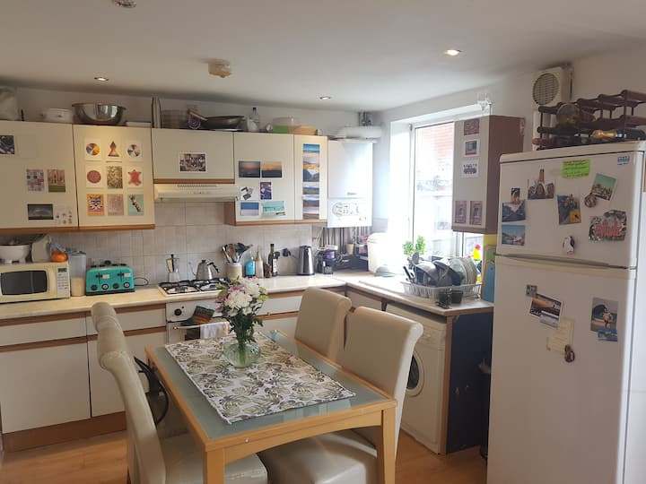 Private Double Room in Friendly Shared House