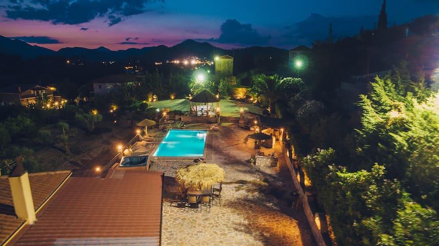 Modern 2-Bdrm Villa with Pool - Trikorfo - Flat