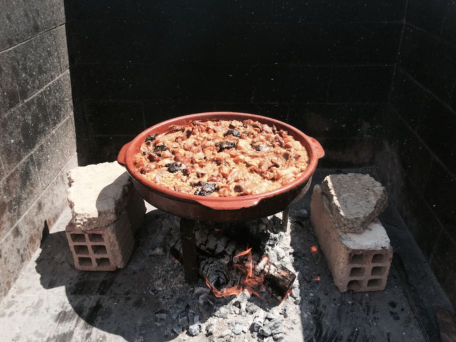 Típica arroz con costra hecho  en Finca Veleta