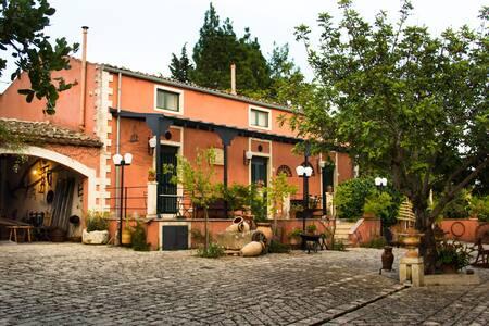 """Appartamento """"Ailanto"""" a Villa Catera - Noto"""