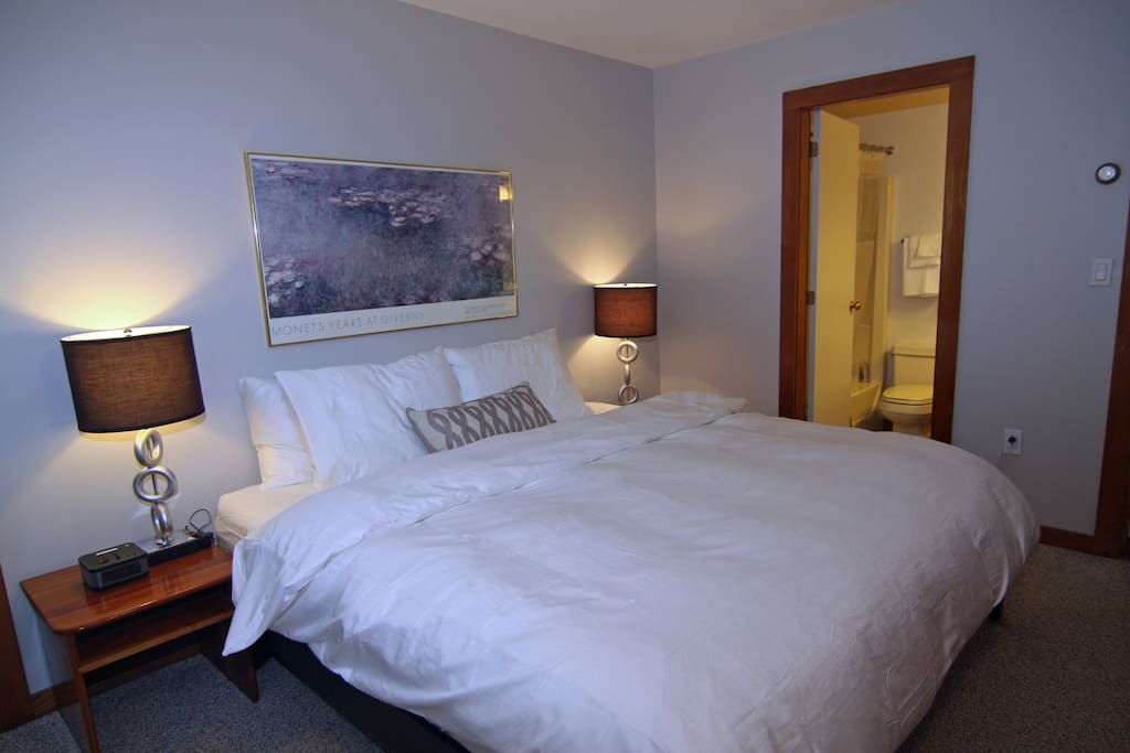 King Size Bed with Down Comforter & Sateen Sheets with en Suite Bathroom