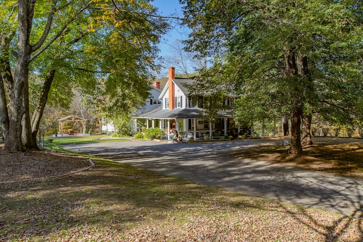 1800 Hundreds Farmhouse In Scenic, Country Setting