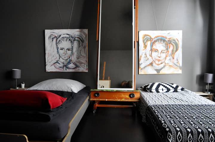 Zimmer in Atelierwohnung
