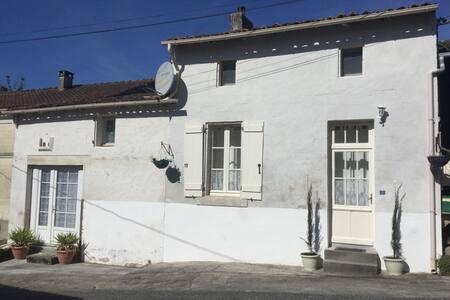 Domaine De La Baliniere. St Dizant Du Gua (A) - Saint-Dizant-du-Gua - 独立屋
