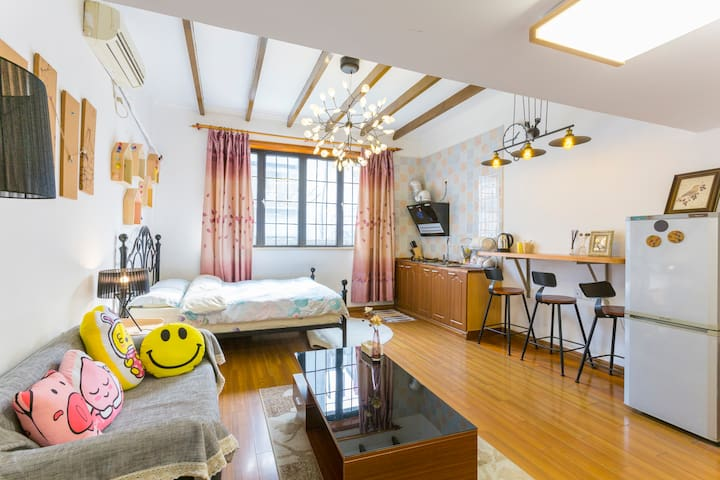 Boutique Loft Apt in old french concession