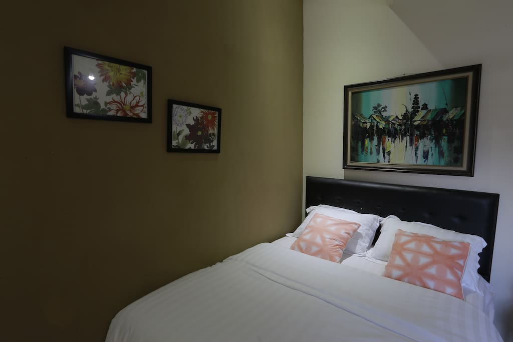 The Mezanine Room is a unique two story room with a small common area for you to have some relaxed and quiet time.