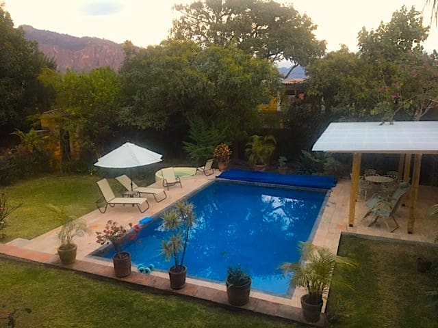 Amazing views from gorgeous house - Tepoztlán - Huis