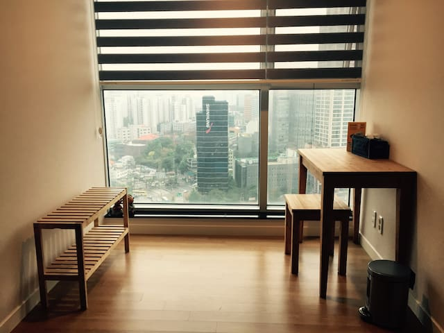 Awesome City View 101, Seoul Apartment Room