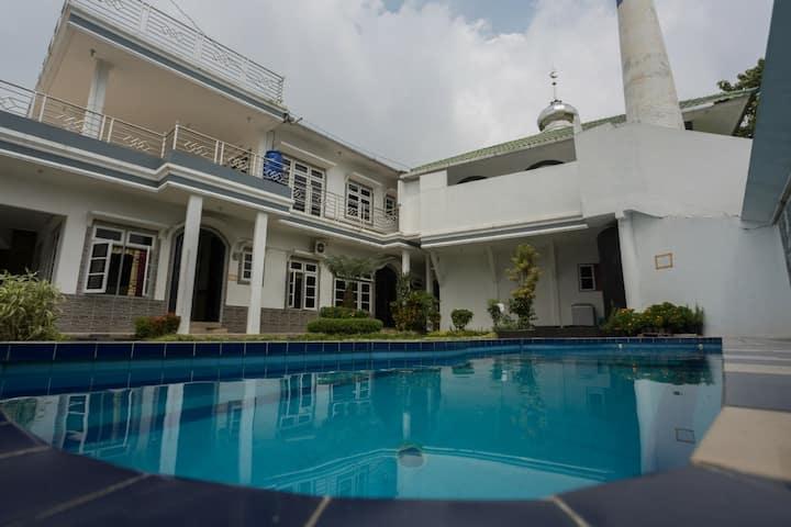 Villa 3 kamar kolam renang ciloto puncak