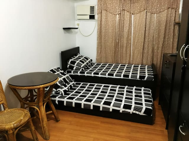 Studio Unit at Hampton Condo w/ 25mbps UNLI Wifi